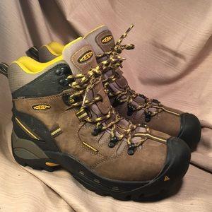 Keen NWOT waterproof leather/keen-dry boots